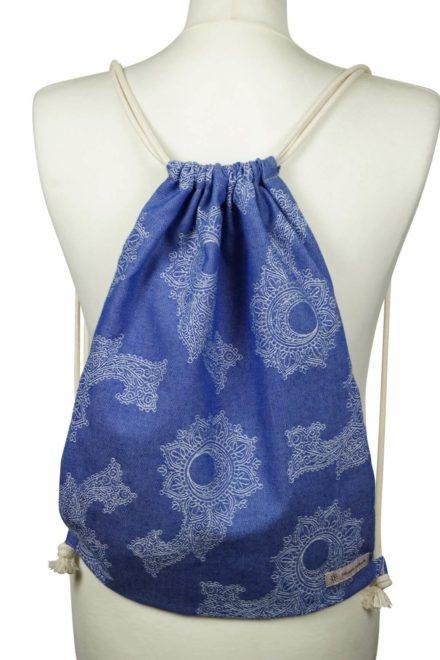 Fräulein Hübsch Stoffrucksack in Blau mit floralen Muster und beiger Kordel