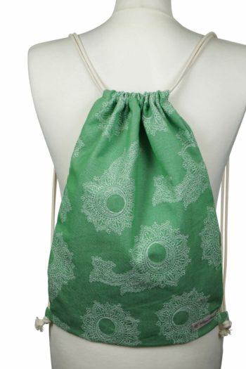 Fräulein Hübsch Stoffrucksack in Grün mit floralen Muster und beiger Kordel