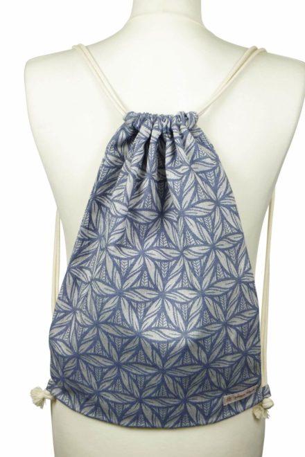 Fräulein Hübsch Stoffrucksack in Stahlblau mit floralen Muster und beiger Kordel