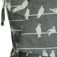 Babytrage SoftTai von Fräulein Hübsch weiße Vögel auf schwarzem Grund Detailansicht