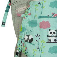 Detailfoto Babytrage Fräulein Hübsch Soft Tai Babysize Hellgrau mit Pandas auf türkisen Hintergrund