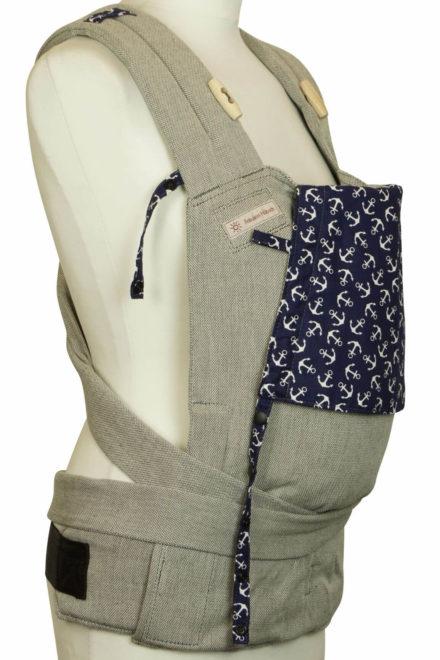 Babytrage Fräulein Hübsch Soft Tai Babysize Hellgrau mit Ankern auf dunkelblauer Kopfstütze