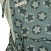 Detailfoto Babytrage Fräulein Hübsch Soft Tai Hellgrau mit weißen und dunkelgrauen Sternen