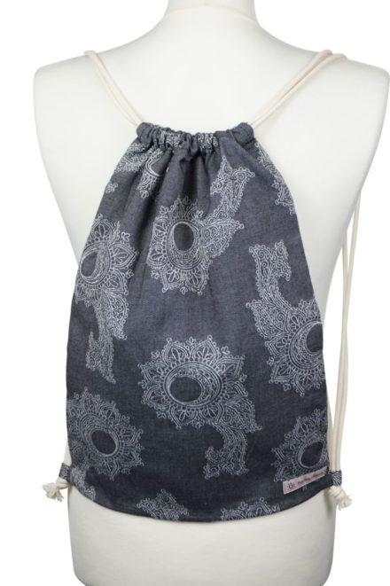 Fräulein Hübsch Stoffrucksack Dunkelgrau und Weiß mit floralen Muster