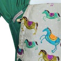 Babytrage Fräulein Hübsch WrapCon Grün mit bunten Pferden