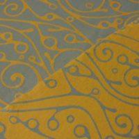Tragetuch Fräulein Hübsch Orangeu mit geschwungenem, hellgrauen Muster