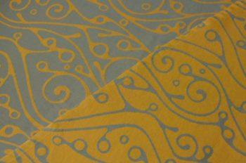 Tragetuch Fräulein Hübsch Orange mit geschwungenem, hellgrauen Muster