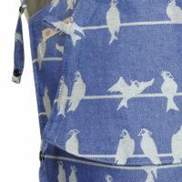 Babytrage Fräulein Hübsch Mei Tai Babysize in Blau mit weißen Vögel Detailansicht