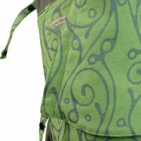 Babytrage in Lindgrün mit geschwungenem, grauen Muster und dunkelgrauen Trägern