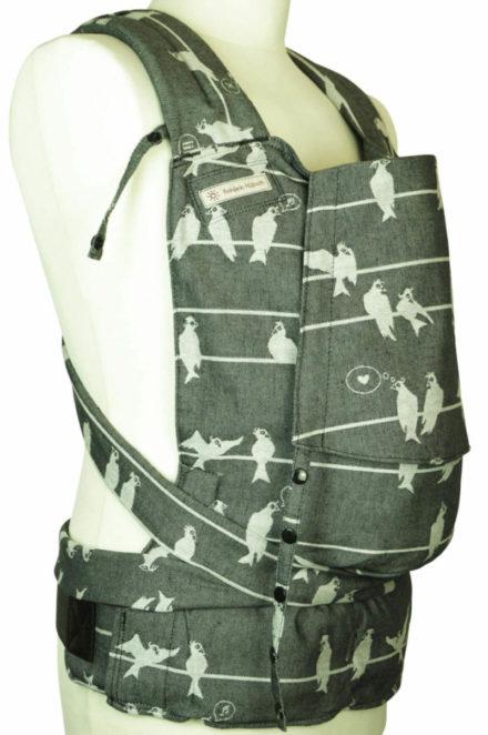 Babytrage Fräulein Hübsch Soft Tai Toddlersize in Dunkelgrau mit weißen Vögel Seitenansicht