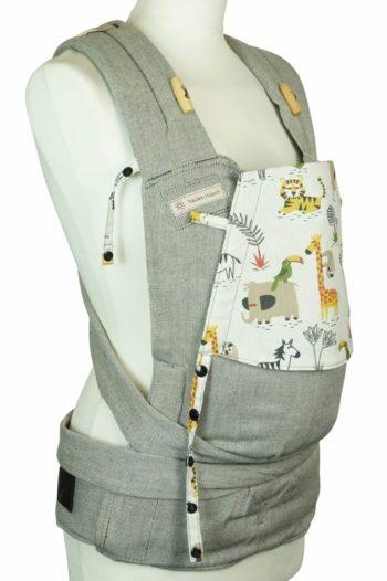 Babytrage Fräulein Hübsch Soft Tai Babysize in Hellgrau mit wilden Tieren auf weißer Kopfstütze