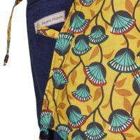 Babytrage Fräulein Hübsch Soft Tai Babysize Dunkelblau Kopstütze mit türkisen Blumen auf gelben Hintergrund Detailansicht