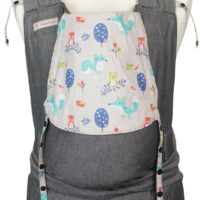 Babytrage Fräulein Hübsch Soft Tai Toddlersize in Dunkelgrau mit Füchsen und Eulen auf der Kopfstütze
