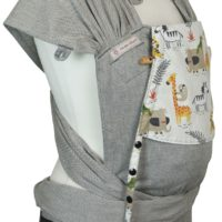 Babytrage Fräulein Hübsch WrapCon Babysize Hellgrau mit wilden Tieren auf der Kopfstütze Seitansicht